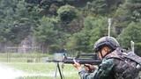 特戰隊員進行輕機槍集團目標射擊