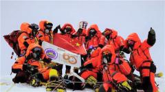 時隔15年 中國登山人再次登頂珠峰