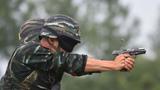 武警特战队员在进行手枪记忆识别射击考核
