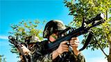 """连日来,武警新疆总队克拉玛依支队训练场上,官兵们披挂装备,武装越野、沙漠奔袭、红蓝对抗、18米抓绳上、擒敌术、狙击、综合体能等实战化训练如火如荼。官兵们叫响""""只要练不死,就往死里练""""的口号,鏖战酷暑,士气高昂。据了解,该支队始终坚持紧贴实战要求,突出抓好复杂环境、艰苦条件下的大练兵,锤炼部队英勇顽强的战斗作风,磨砺敢打必胜的战斗意志,为遂行多样化任务奠定了坚实基础。"""
