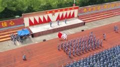 东部战区海军航空兵举行军官退役仪式