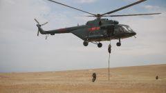 快速索降!直擊武警特戰隊員直升機搭乘融合訓練現場