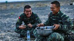 """""""魔鬼周""""遇上""""端午节""""只为战友能吃到粽子"""