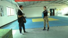 赛前热身 军迷体验全甲格斗比赛前的突击训练
