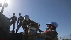 """中国维和工兵完成""""蓝线""""观察哨修建任务"""
