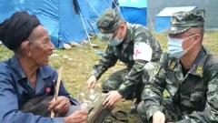 四川冕宁山洪:近30小时 武警官兵持续奋战在救援一线