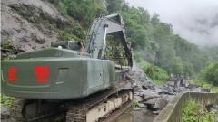 川藏线排龙沟路段道路中断 武警官兵紧急抢通