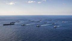 美日航母军舰齐聚南海东海 曹卫东:美拉日搞事情 兵力足以发动一场战争