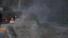 山石翻滚沟壑纵横 跟着首批汽车女兵去一趟川藏线