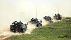 海军陆战队某旅组织装甲分队驾驶训练