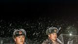 海拔4500米高原腹地大雪飞舞,陆军第77集团军某旅官兵在执行观察警戒任务。 摄影:郭朋