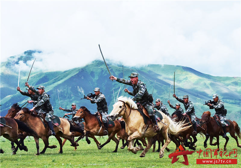 11、铁血骑兵驰骋巴塘草原