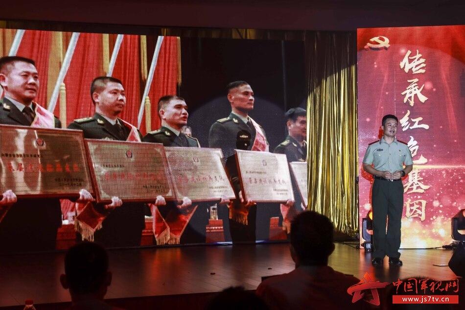 图八:红色故事《标兵奋进歌未央》。江文涛摄
