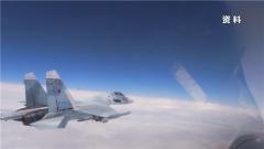 俄战机黑海上空拦截美军侦察机