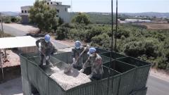 """黎巴嫩:中国维和工兵分队完成黎以边境""""蓝线""""观察哨施工任务"""