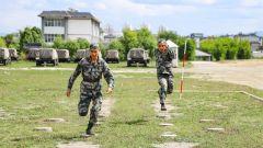 陆军第75集团军某合成旅:火热练兵为打赢 滇西高原训练掠影