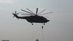 机降伞降并行 近距离看特战精英从天而降