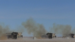 震撼!炮兵西北大漠实弹射击演练