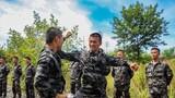 近日,陆军第72集团军某旅组织侦察分队在野外陌生水域展开极限体能训练,锤炼战斗作风、磨砺军人血性,提升分队实战化训练水平。图为侦察兵在水中进行摔擒训练