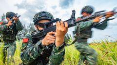 广西钦州:特战队员陌生地域实战演练 锤炼反恐作战能力