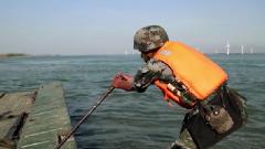 """戰場上的""""神助攻""""來了 來看舟橋部隊官兵的""""水上歷險"""""""