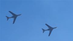 空军哈尔滨飞行学院组织飞行学员开展轰炸机双机编队训练