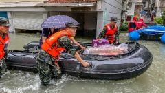 应对汛情,武警官兵紧急投入救援