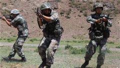 西北望 握钢枪 练兵备战守边防