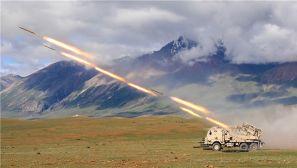 """火炮""""怒吼""""震雪域:直击陆军第77集团军某旅实弹射击考核"""