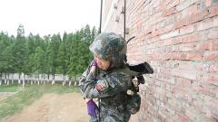 """从清华大学校园到特种兵军营 无往不胜的她竟遇到""""软肋"""""""