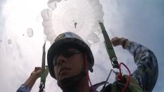 海军航空大学组织大型运输机伞降训练