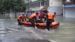 多地发生洪涝灾害 武警官兵持续奋战抢险救援一线