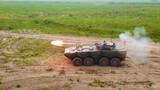 车载反坦克导弹射击瞬间。