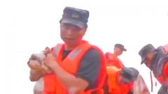 为中国军人转发!退役军人自行乘车50分钟归队抗洪