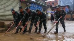 武警广西总队:洪峰再次过境 官兵持续奋战