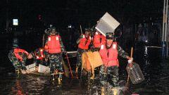 广西柳州:洪水再袭,武警官兵紧急出动