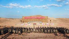 陆军第76集团军某旅举行宣布军官任职命令暨晋升军衔仪式