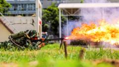 酷燃扑面!多角度实拍武警防化兵喷火训练现场
