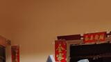 武警四川省总队阿坝支队官兵帮助群众抢救物资。摄影:匡安勇