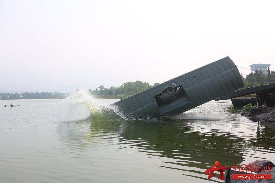 5、动力舟桥下水