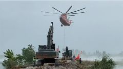 【第一军视】重型运输直升机空投石块封堵富河溃口