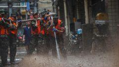 重庆万州:洪水过后,武警官兵全力奋战清淤一线