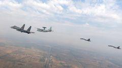 空军航空兵某师:跨昼夜飞行 提升全时段预警指挥能力