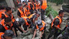 【抢险救灾 子弟兵在行动】防汛排险 中部战区多点用兵保百姓平安