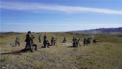 新疆军区某团:重火器实弹射击超震撼 实战实训锻造真精兵