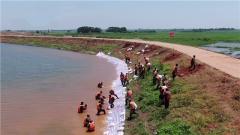 【抢险救灾 子弟兵在行动】奋战4个小时加固堤坝 坚守生命之堤