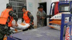 部队官兵与民兵应急力量全力投入灾后重建