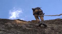 野外负重攀岩 紧要关头女兵们能否反败为胜?