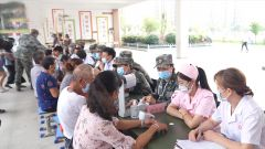 江西九江:医疗专家为受灾群众开展医疗服务