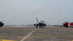 """印度从法国订购的5架""""阵风""""战斗机抵达印空军基地"""